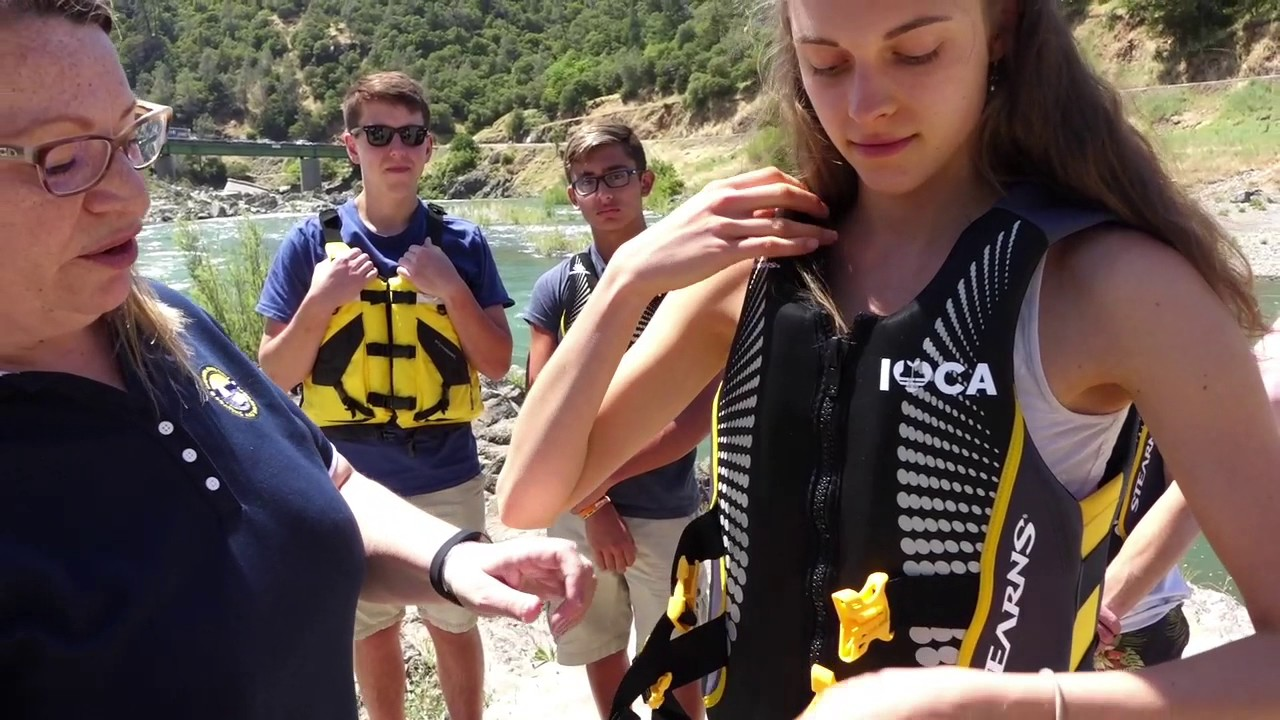 How to wear properly a life jacket