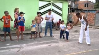 Download Ana Júlia na roda de capoeira... Linda!!! MP3 song and Music Video