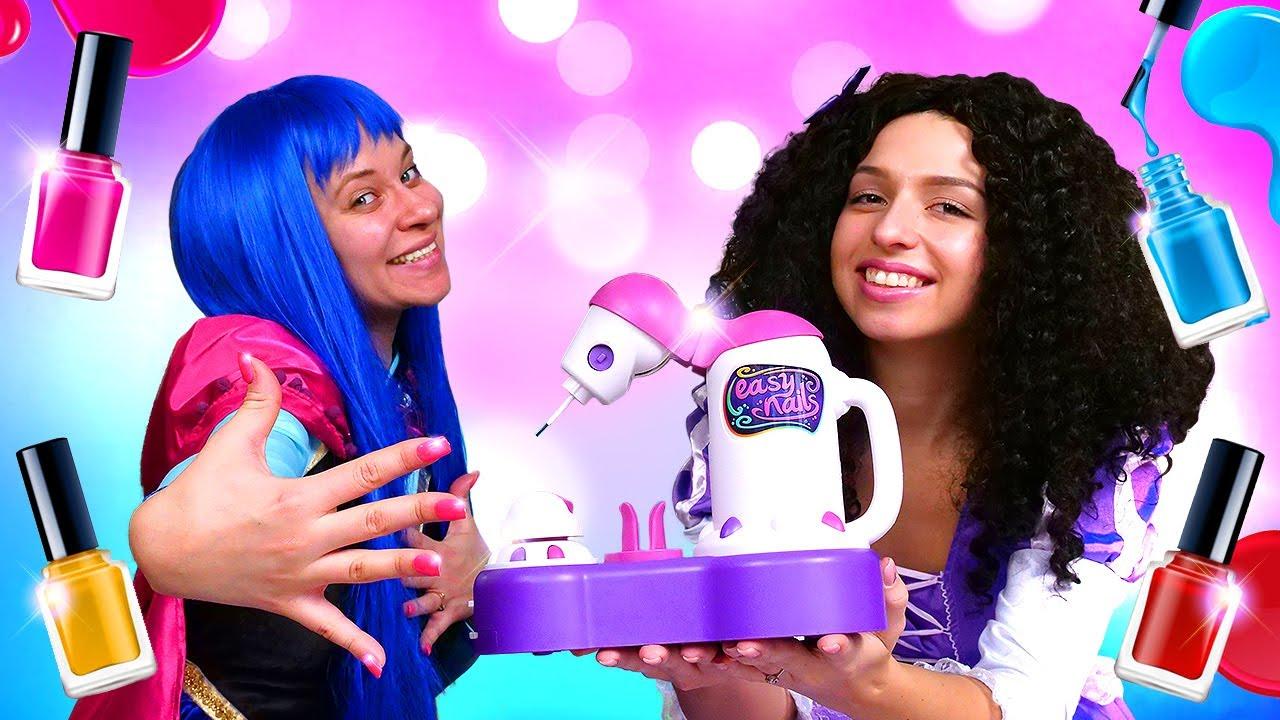 Video mit den Prinzessinnen. Wir machen eine Maniküre. Lustiges Video für Kinder.