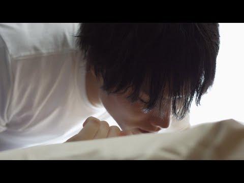 """鈴木伸之、無邪気に""""じゃれあいキス"""" 動画「究極の朝キス動画 Presented By DENTISTE'」 「無邪気な彼編 #じゃれあいキス」"""