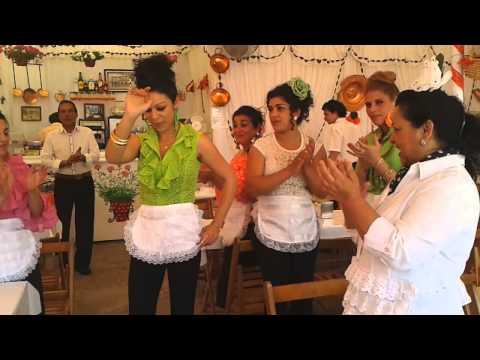 Las guapas de los buñuelos de la feria de Sevilla 2013 Seville Fair Gitanas Abril