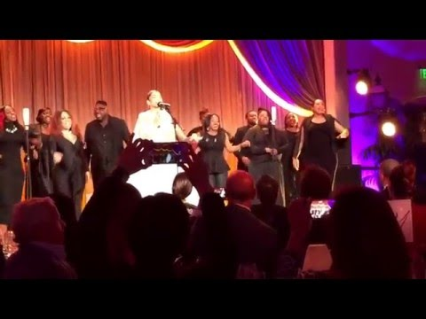 Zendaya sings at Oscars pre-party