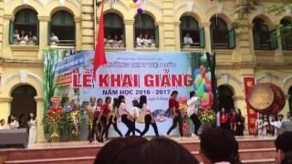Gái Việt Đức quẩy ngày Khai giảng