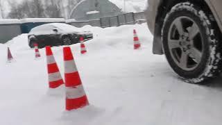 Площадка для сдачи экзамена в автошколе и ГИБДД зимой.