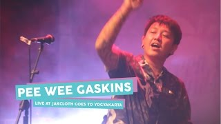 Video [HD] Pee Wee Gaskins - Berbagi Cerita (Live at JakCloth Goes to Yogyakarta, Mei 2017) download MP3, 3GP, MP4, WEBM, AVI, FLV Oktober 2017