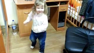 Танцы в 3 года Happy