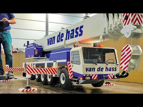 LARGEST XXXL 150KG RC SCALE 1:8 MODEL MOBILE CAR CRANE AT WORK AND IN MOTION