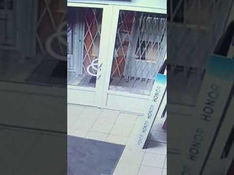 В Кировске воры вынесли из магазина техники 17 ноутбуков