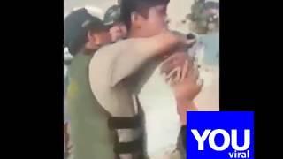 policia agrede a joven por estar montando skate