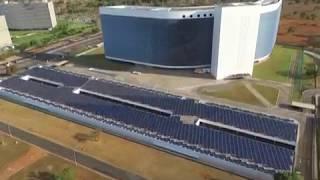 O Tribunal Superior Eleitoral inaugurou uma usina de energia fotovoltaica para transformar a luz solar em energia elétrica.
