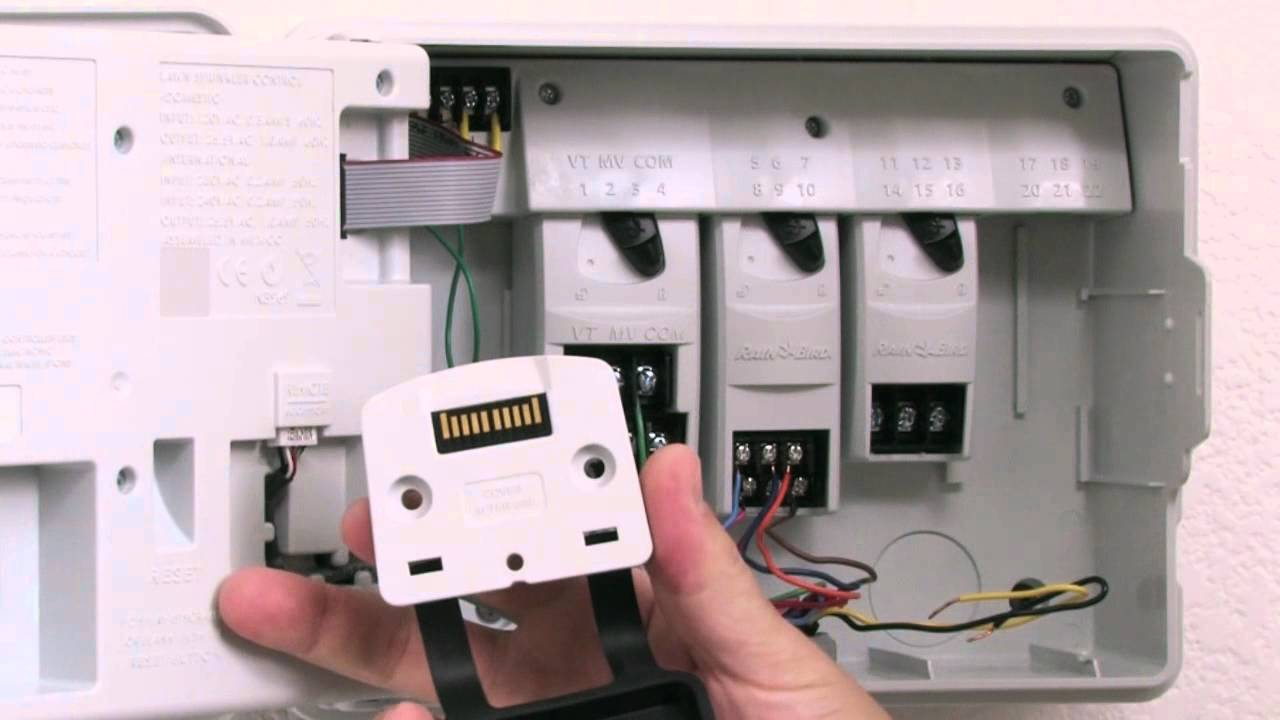 rain bird esp me connecting an accessory cable conectar un cable para accesorios [ 1280 x 720 Pixel ]