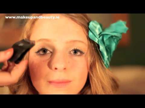 How to: Apply False Eyelashes (Strips) & e.l.f lash review - YouTube