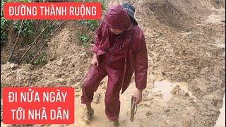 Đường sạt lở thành ruộng, anh em Khương Dừa đi bộ nửa ngày trời mới tới hộ dân bị sập nhà