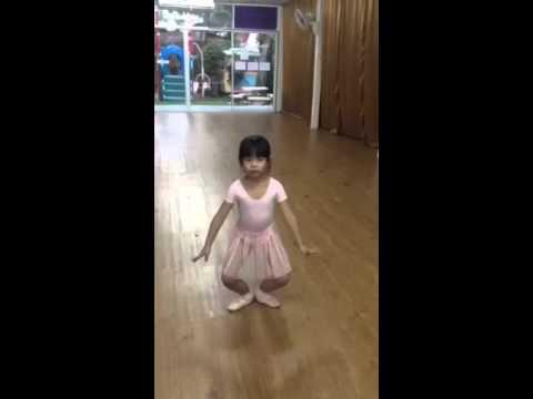 น้องมิว Ballet R.A.D. Grade1, ท่าDemi Plié