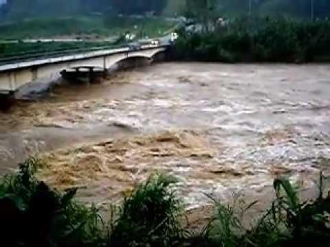 Creciente del Río Grande de Manatí en Ciales durante el Huracán Irene (3)
