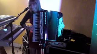 beatriz y su aCORDEON MIX PASODOBLES