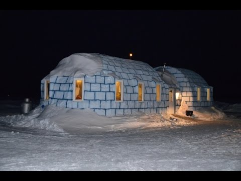The igloo bar on ice zippel bay resort lake of the woods for Red lake ice fishing resorts