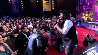arijit singh gives a tribute to shah rukh khan at 6th royal stag mirchi music awards