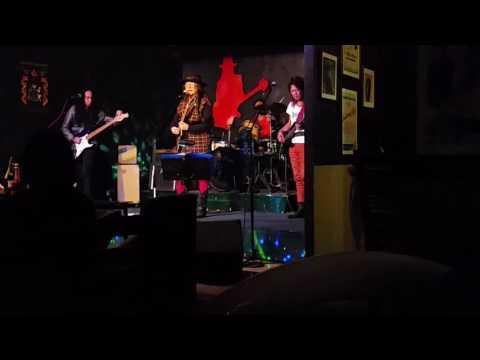 Freddie Aguilar singing Estudyante Blues at Ka Freddies Bar Quezon City