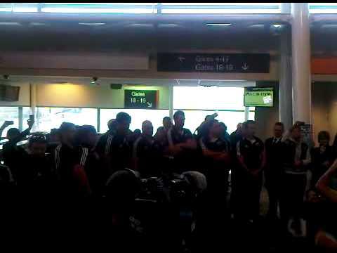 All Blacks get greeted by Haka Wellington