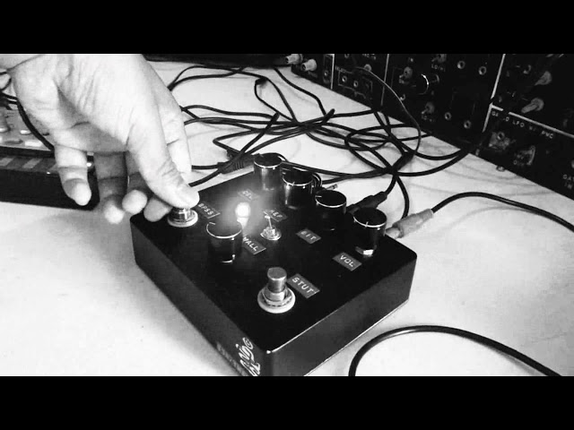 The Iterater (an iteration echo/delay noise glitch pedal)