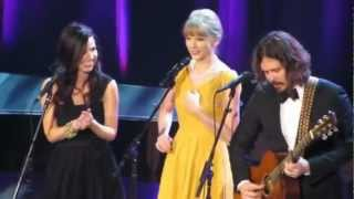 "The Civil Wars e Taylor Swift cantam ""Safe & Sound"" ao vivo [LEGENDADO]"