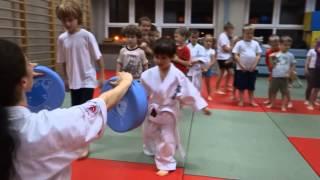 Trening najmłodszej grupy dzieci MKKK Ostrołęka