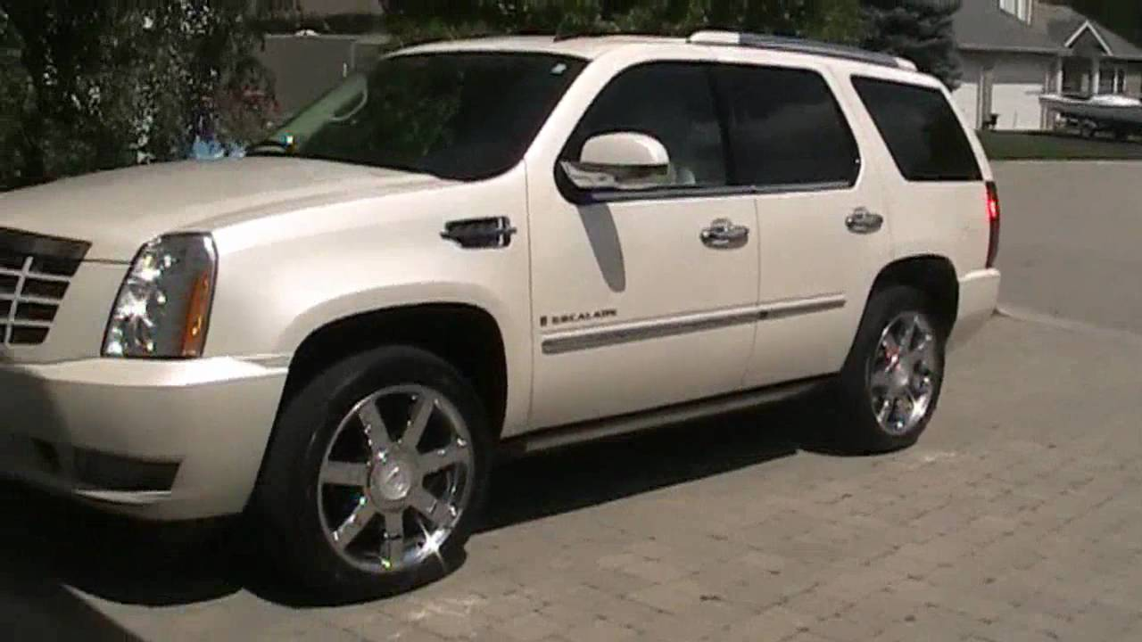 Start up and short tour of a 2007 cadillac escalade