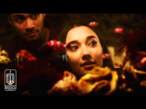 download NIDJI - Segitiga Cinta (OST. Antologi Rasa) | Official Lyric Video