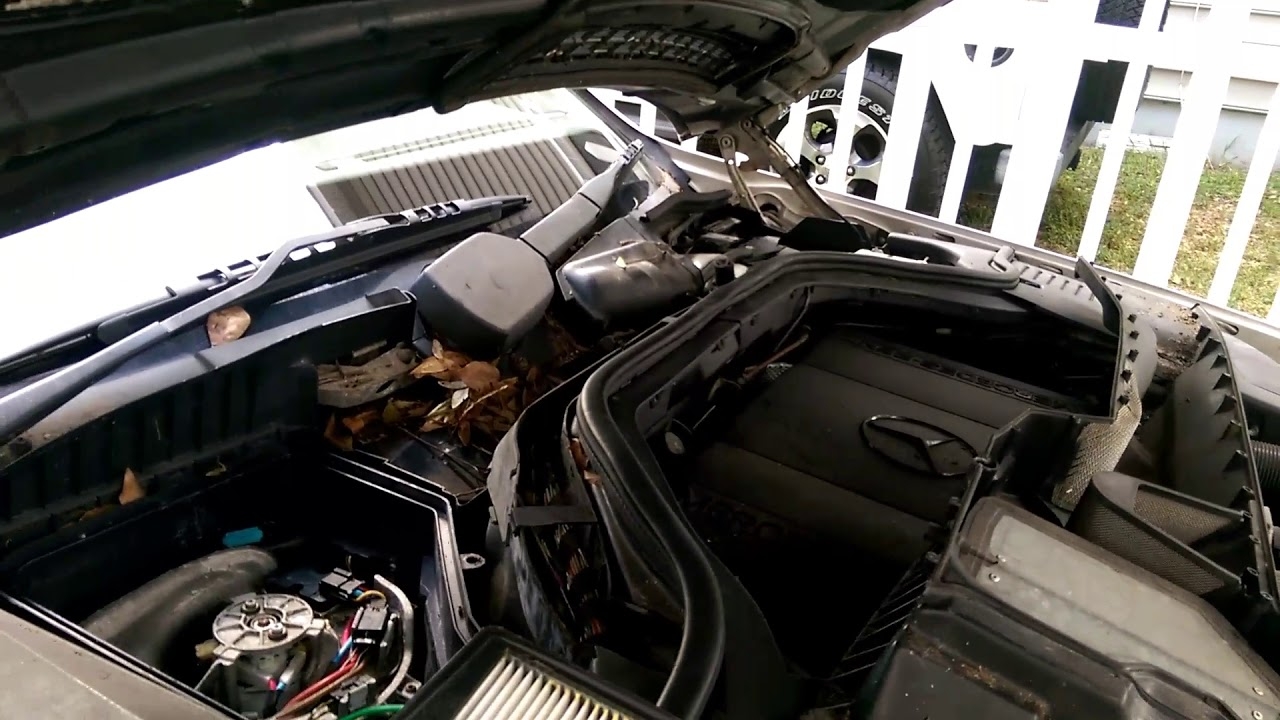 Changing out the blower resistor 1995 Mercedes s500 w140