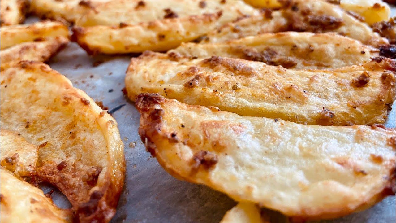 البطاطس المقرمشة بالفرن  صحية للصغار والكبار بملعقة زيت زيتون واحدة