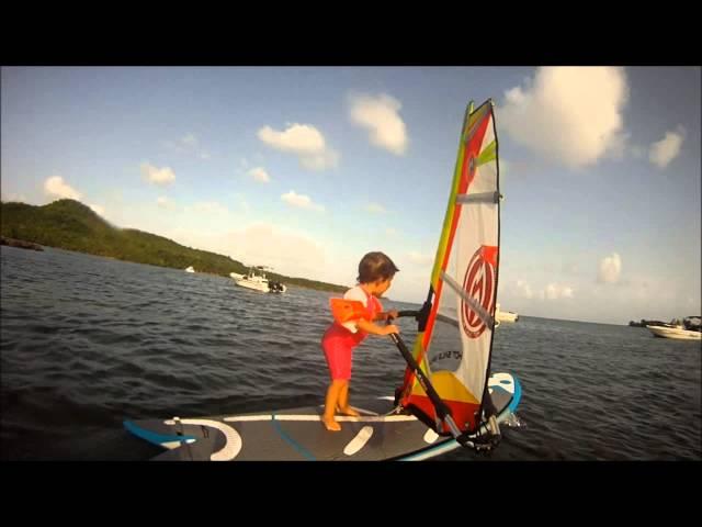 louison bébé 2 ans windsurf en Martinique
