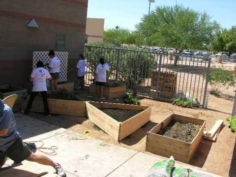Sahuarita Middle School Building a Garden