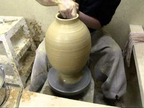 Pottery Demo Of Korea is Traditional  金京德 壺づくり