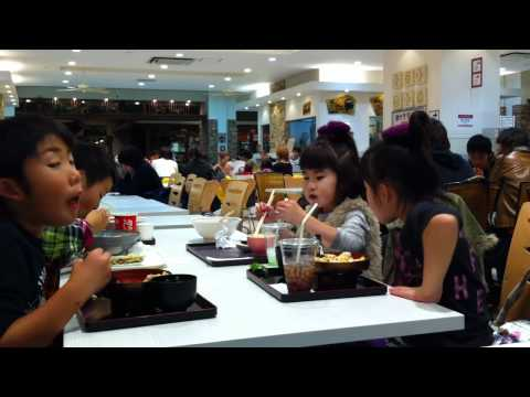 ☢ Tokyo Japan, Childen eating, ... is food really safe???