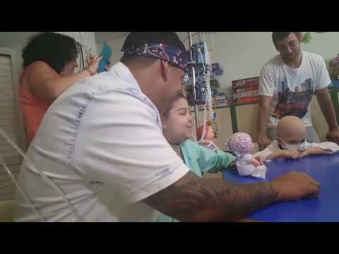 """Daddy Yankee canta con Andrea """"Despacito"""". En el Hospital La Paz de Madrid, 19 de Junio"""
