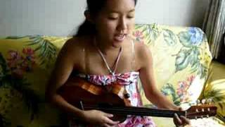 Kanile'a Ukuleleで歌うIZUMI! Hawaiian Song is Ali'ipoe.