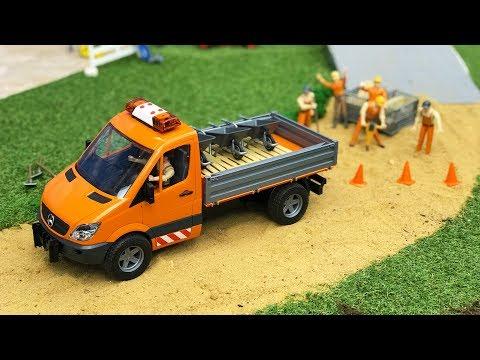 ROAD CONSTRUCTION toys | Bruder Mercedes-Benz Sprinter municipal 2018 NEWS | Kids video