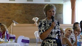 Мама поет трогательную песню на свадьбе дочери!