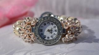 Авторские часы-браслет из жемчуга майорки