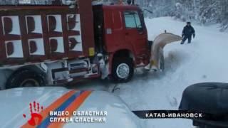 Снегоуборочная машина оказалась в плену сугробов  ВИДЕО СПАСЕНИЯ(, 2017-01-24T14:31:43.000Z)