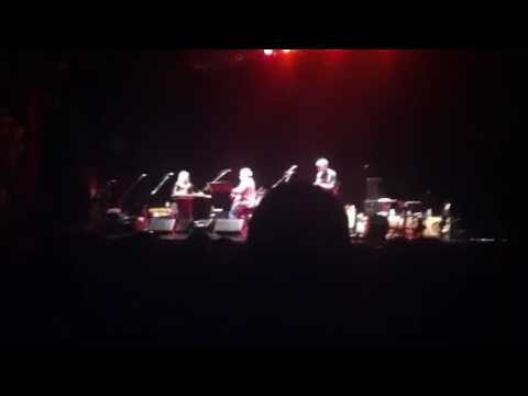 Hot Tuna with Cindy Cashdollar - Living In The Moment