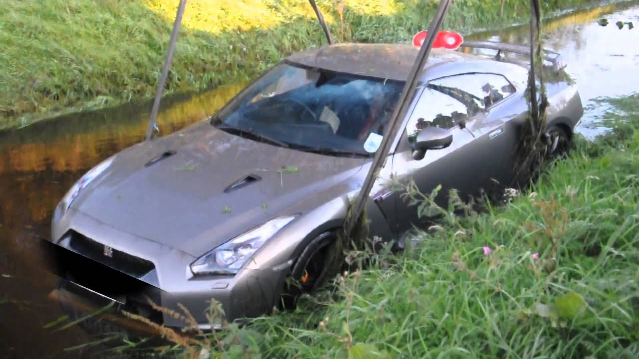 Charmant Nissan GTR Crashed Into The Water