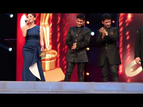 Kanika Kapoor And Meet Brothers At AIBA Awards Dubai