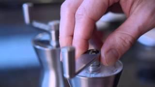 universal expert salt and pepper mill set