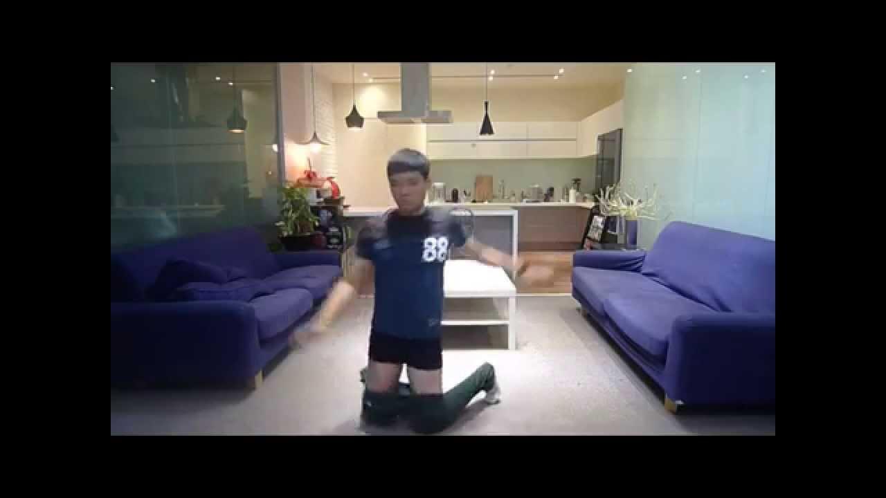 видео как китаец одевает штаны