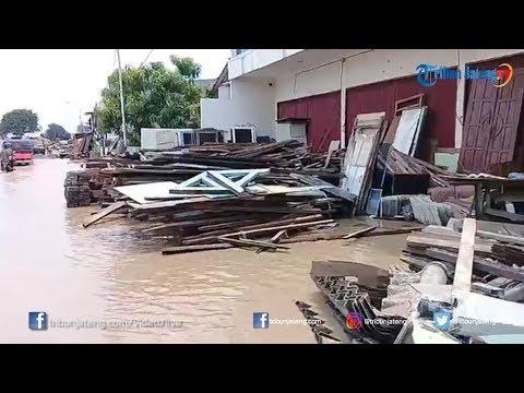 download Tanggul Jebol di Kawasan Jalan Barito dan Cimanuk Semarang, akibat luapan sungai BKT