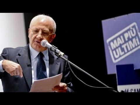 """De Luca ai sindaci """"Fate votare Sì perchè Renzi manda fiumi di soldi...e che ca'..!"""""""