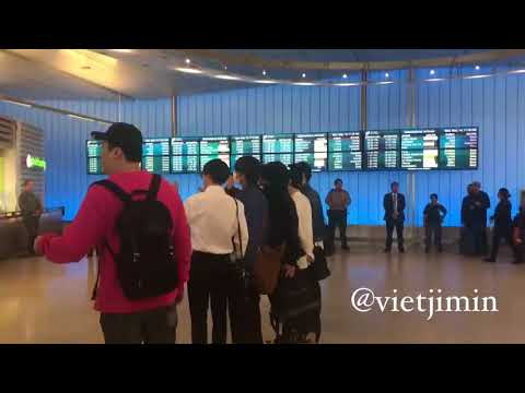 [FANCAM] BTS ARRIVAL LAX AND CLUMSY JIMIN COLLIDE WITH HIS BODYGUARD AND ALMOST FELL