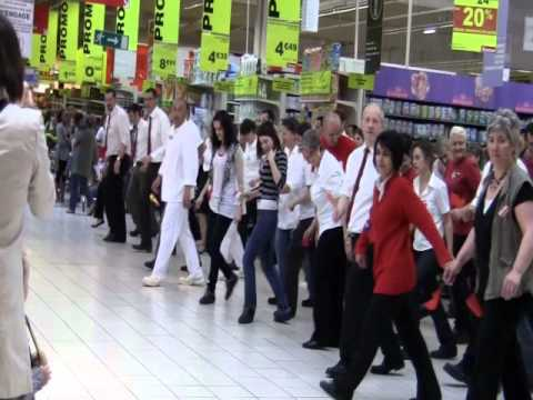 Flashmob auchan poitiers sud youtube for Auchan poitiers porte sud